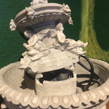 Zimmerbrunnen Engel mit Gargoyles